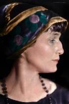 Лина Данэм Топлесс Делает Селфи – Девочки (Сериал) (2012)