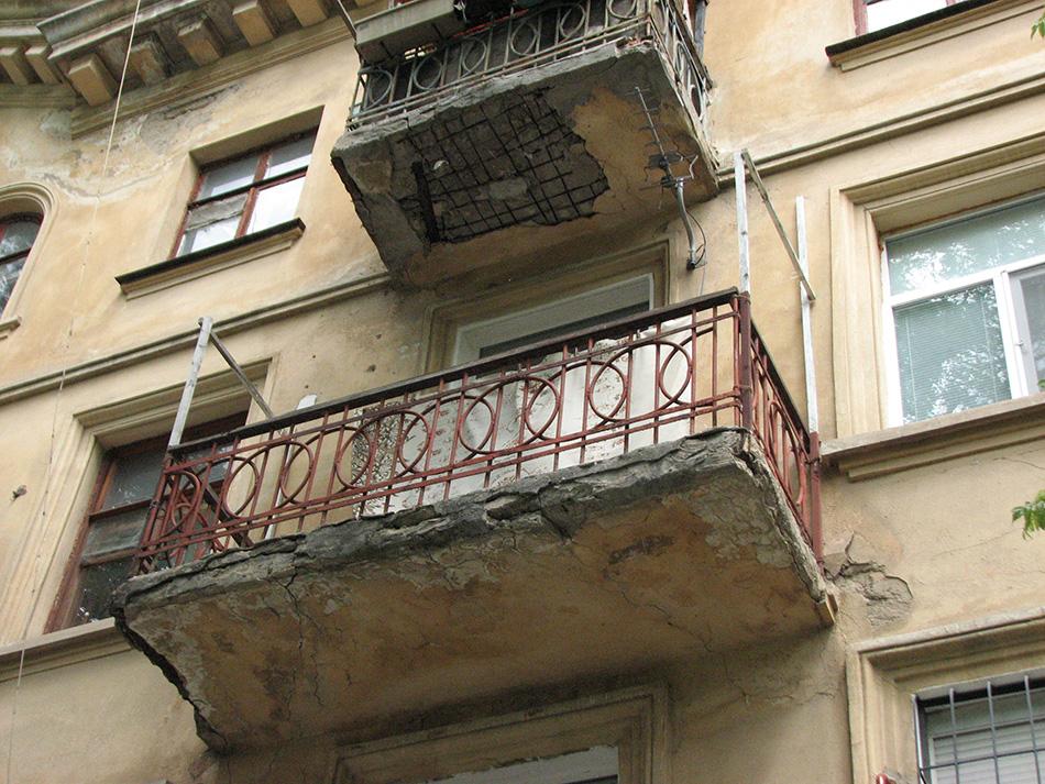 Балконы-убийцы: не пошевелимся, пока не произойдет беда.