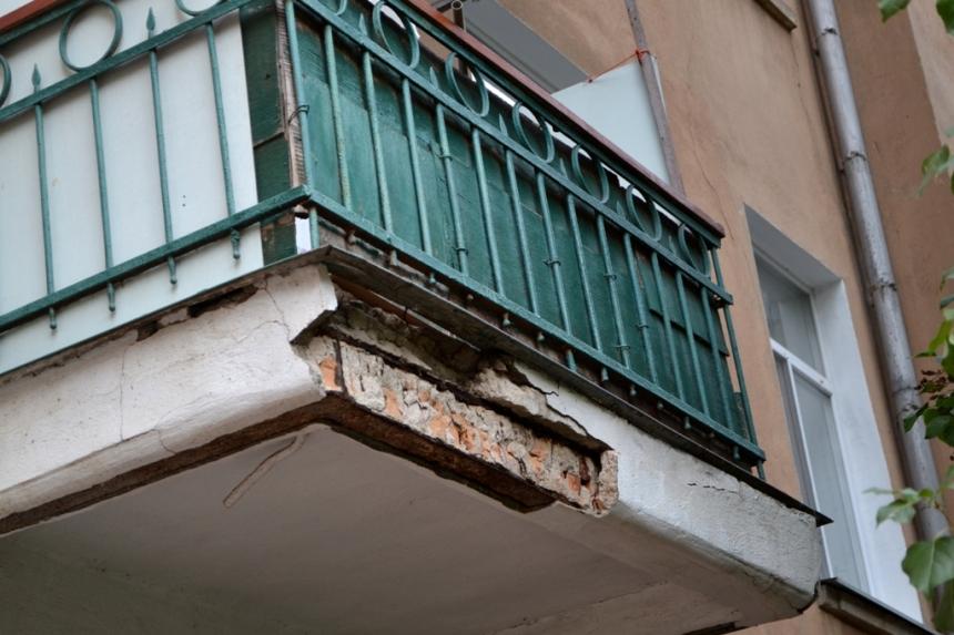 Аварийный балкон управляющая компания отказывает в ремонте..