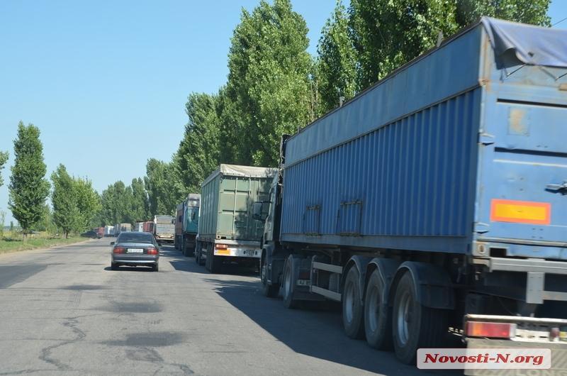 Для грузового автотранспорта перекрыты практически все подъезды со стороны Киева к Одесскому порту, - депутат горсовета Захаров - Цензор.НЕТ 8178