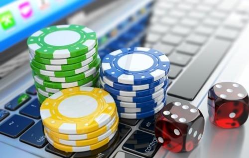 играет покер онлайн кто в