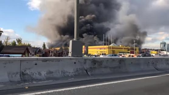 На северо-западе Москвы (Россия) произошел пожар в торговом центре. Как  сообщает РИА Новости, торговый центр