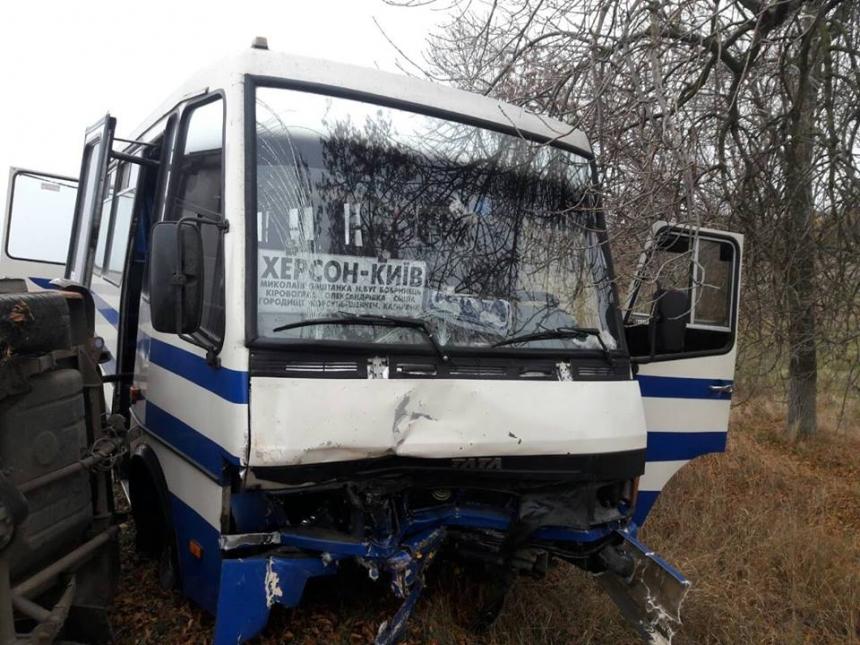 Легковушка иавтобус столкнулись вНиколаевской области: необошлось без жертв