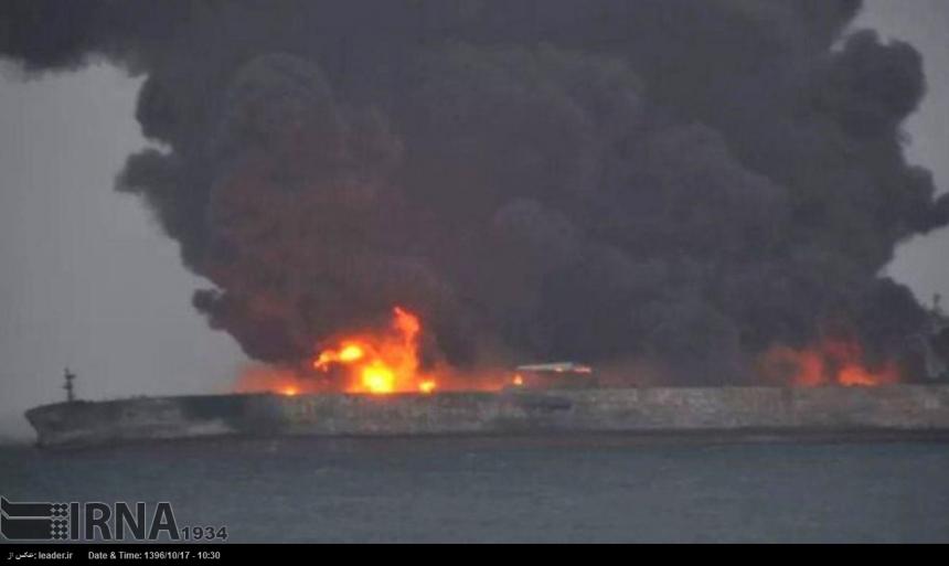 Уберегов Китая вторые сутки продолжает гореть танкер снефтью