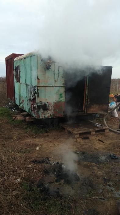 В Николаевской области спасатели тушили вагончик охранников виноградника (фото)