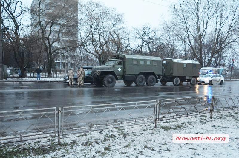 Армейский автомобиль столкнулся с грузовиком в Николаеве (фото)