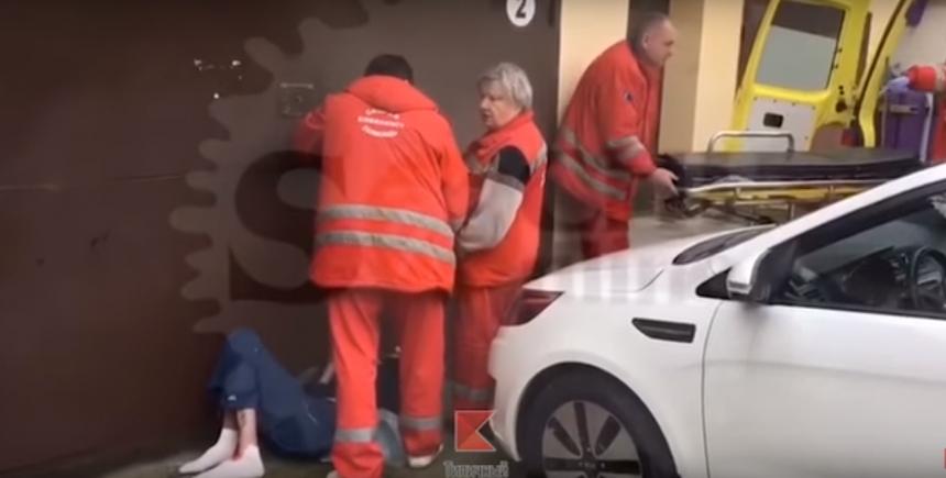 Две медсестры в скорой видео