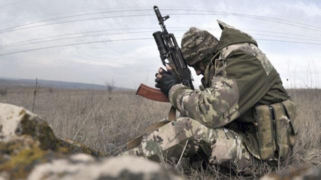 АТО: Боевики стреляют изкрупного калибра, два солдата ВСУ ранены