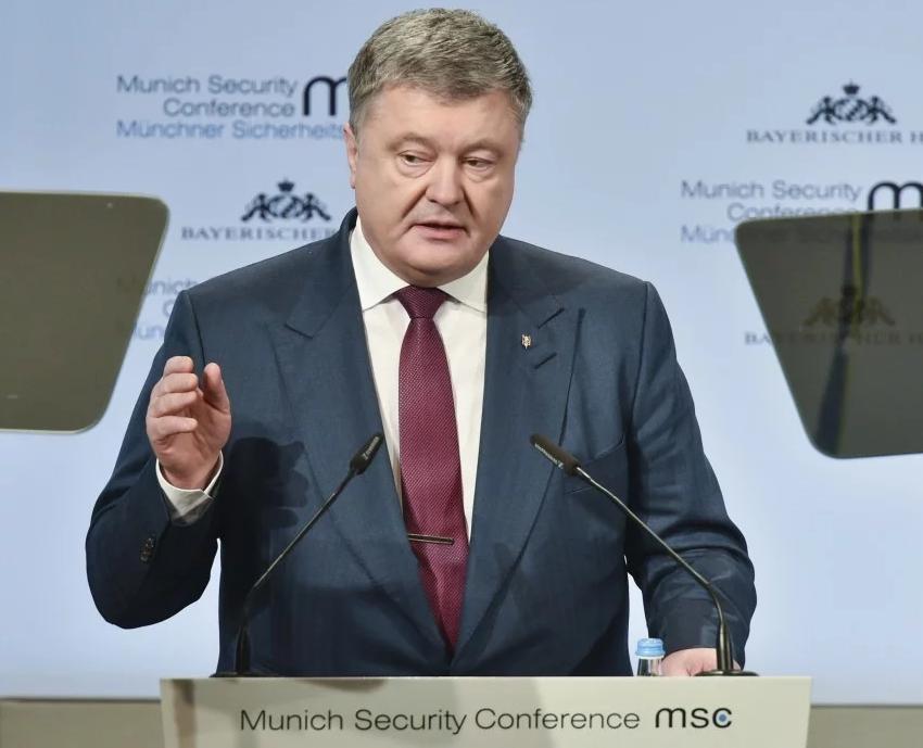Суд преждевременно закончил допрос Порошенко после вопроса оМальдивах