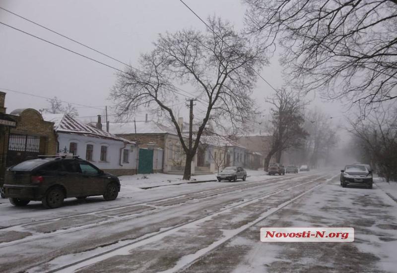 НаНиколаевщине 8 карет скорой помощи попали вснежный плен