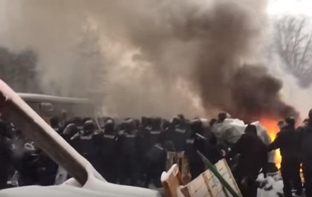 ВКиеве жители палаточного городка подожгли шины