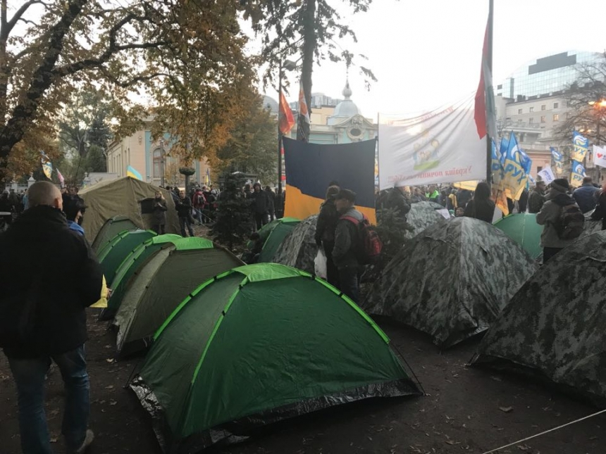 Зачистка палаточного городка: Саакашвили собирает людей намитинг