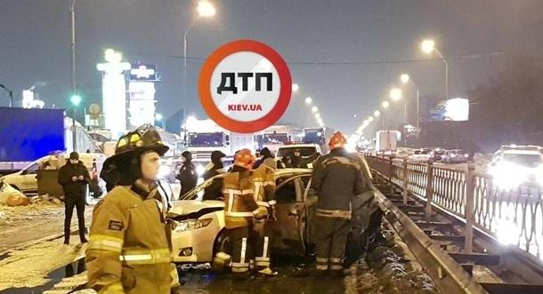 Неизвестные взорвали две гранаты устанции метро вКиеве, есть пострадавшие