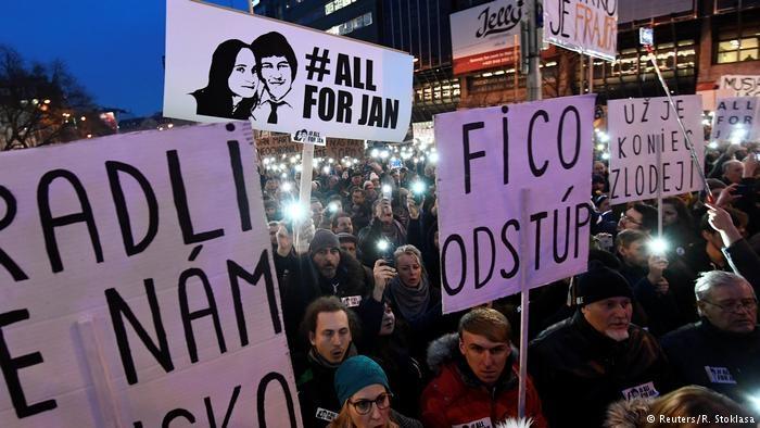 Граждане  Словакии вышли наулицы стребованием отставки руководства
