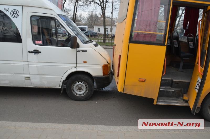 В столицеРФ нетрезвый шофёр БМВ протаранил остановку