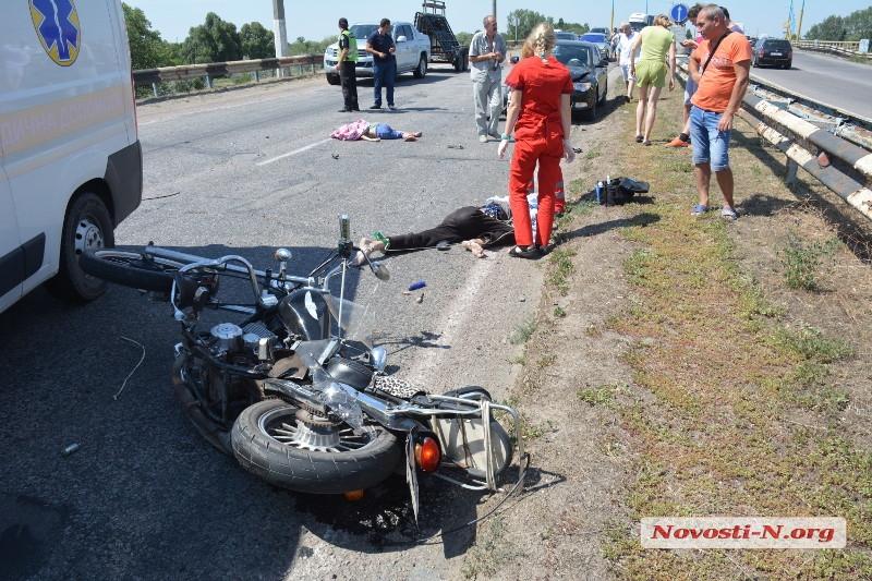 На мосту через Конку погибли отец и 10-летний сын: их мотоцикл снесла Шкода (фото и видео)