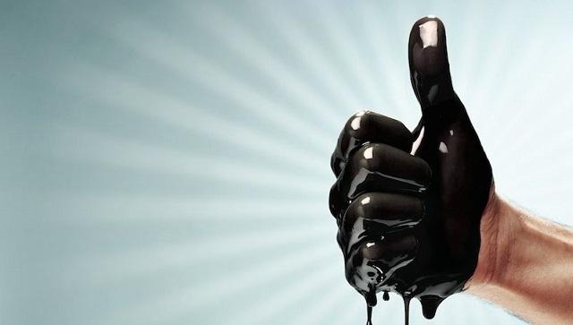 Нефть дешевеет насигналах роста запасов вСША