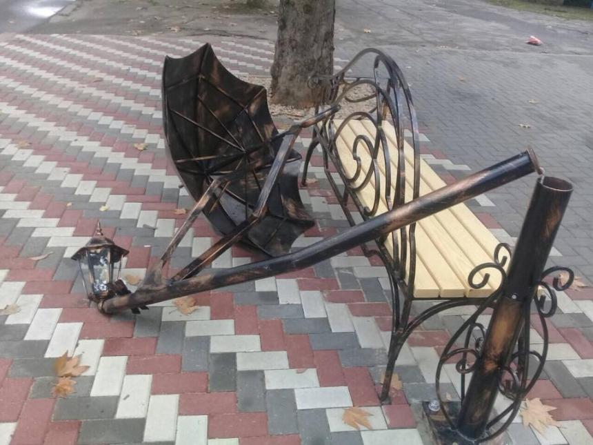 Картинки по запросу Скамейка с зонтом николаев фото