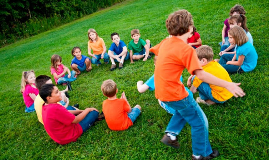 Дети играют на картинки