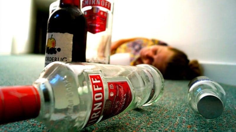 ВИране 290 человек отравились спиртом