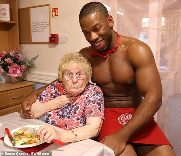 Развлечения в домах престарелых уход за лежачим больным с переломом шейки