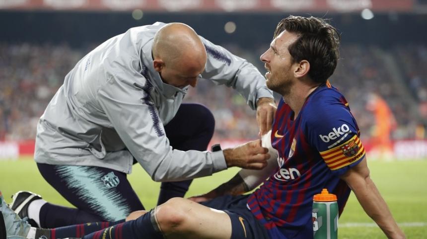 Аргентинский нападающий 'Барселоны' Лионель Месси выбыл из строя, по меньшей мере, три недели.