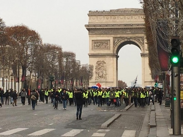 Франция 15 декабря: протесты «желтых жилетов» пошли на спад