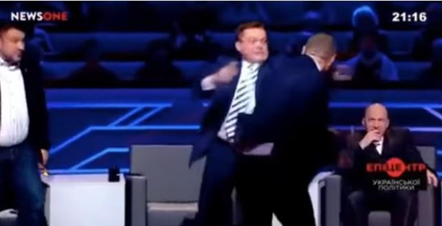 Народный депутат Мосийчук иполитолог Семченко подрались впрямом эфире