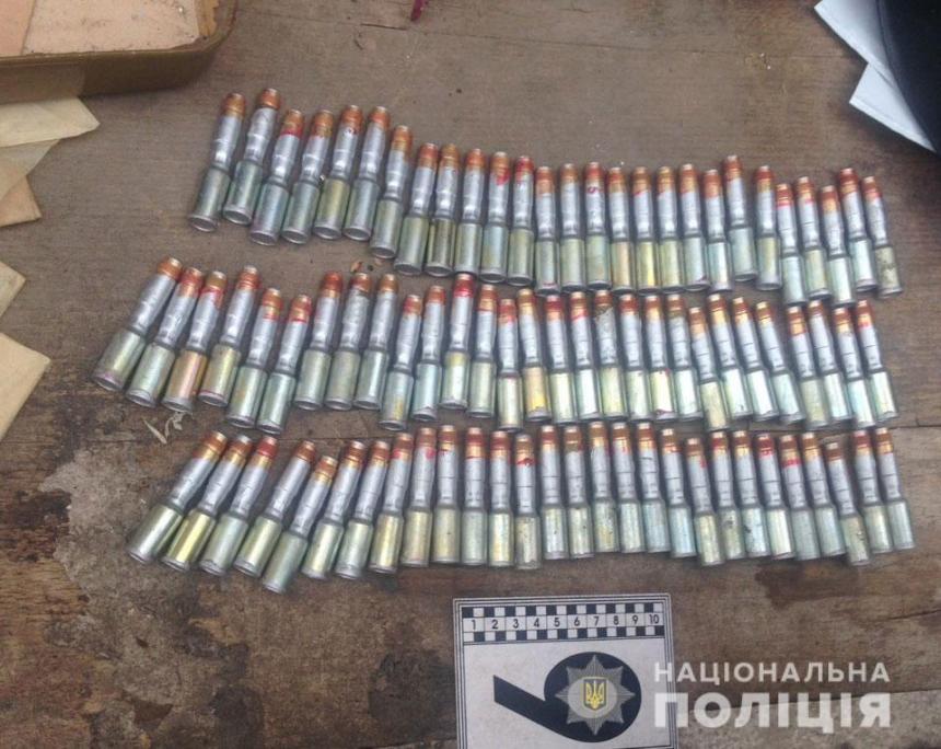 На Николаевщине у граждан изъяли боеприпасы, порох и переделанное оружие