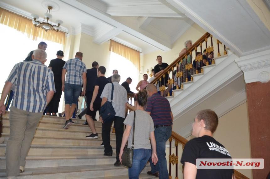 В Николаеве на сессию горсовета пришли с протестом воспитанники «Трудовых резервов»