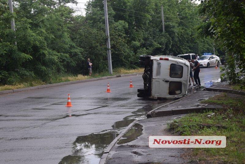 В Николаеве после столкновения с «Фиатом» перевернулась «Газель»: водителя госпитализировали