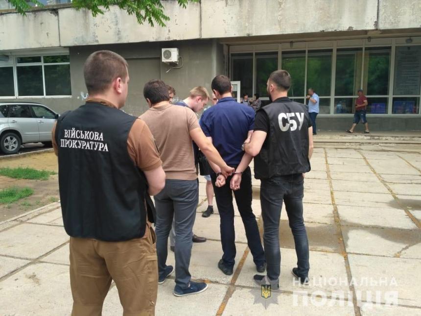 В Николаеве поймали на взятке чиновников Центра земельного кадастра