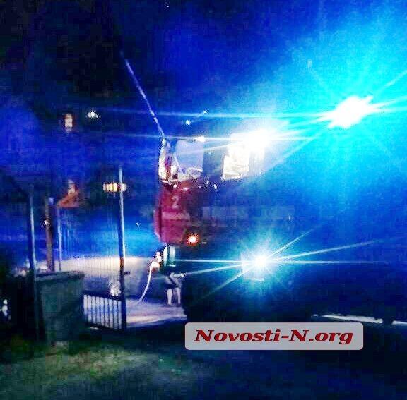 В Николаеве на платной стоянке загорелся автомобиль