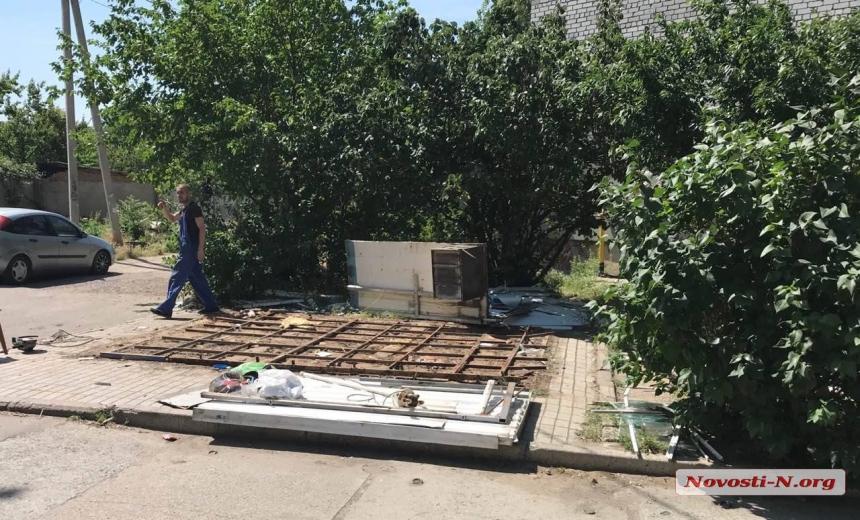 В Николаеве спустя несколько лет жалоб снесли «наливайку» во дворе дома