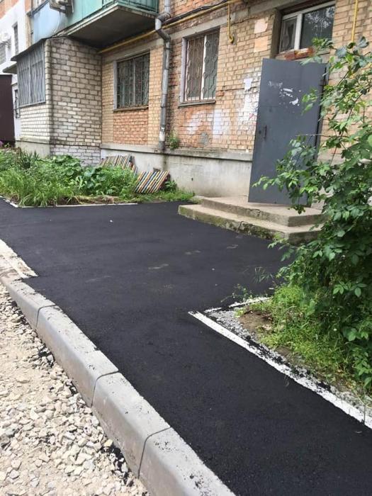 В Николаеве продолжают капитально ремонтировать внутридворовые проезды