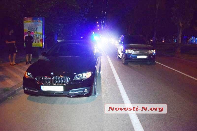 Ночью в центре Николаева столкнулись Range Rover и BMW