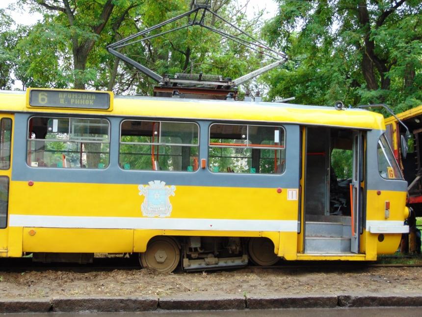В Николаеве сошел трамвай с рельсов