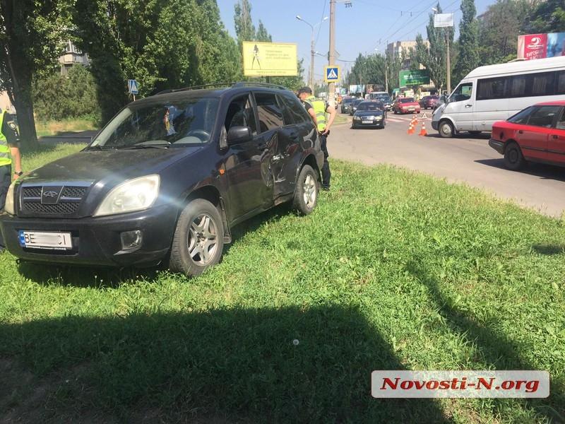 В Николаеве столкнулись «Чери» и микроавтобус