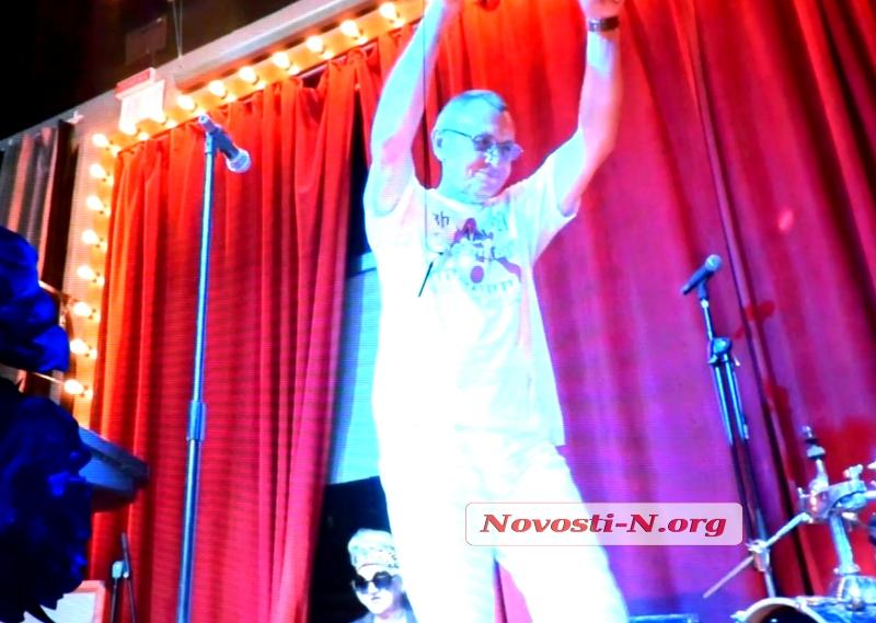 «Цвет халата белый»: николаевские медики «порвали зал» клипом с поющими врачами. ВИДЕО