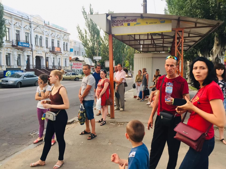 «Где автобусы?»: николаевцы по вечерам не могут уехать в микрорайоны Соляные и Терновка