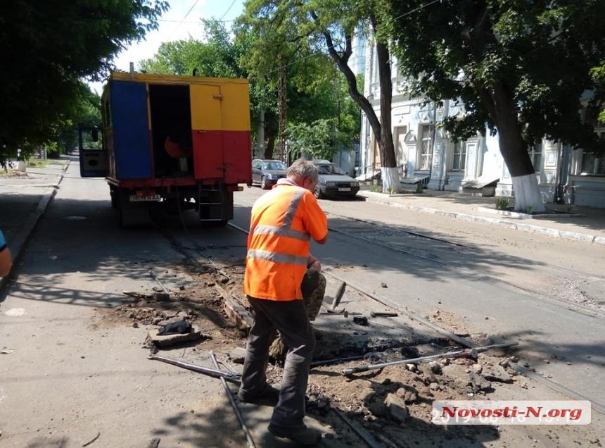 В центре Николаева трамвай сошел с рельсов