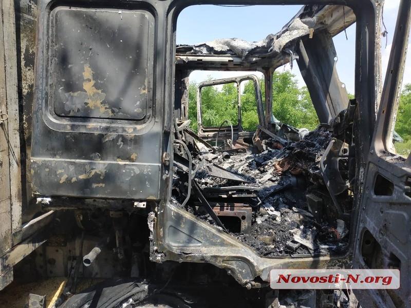 На трассе под Николаевом сгорел зерновоз