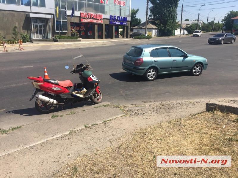 В Николаеве столкнулись «Ниссан» и мотоцикл: пострадала пассажирка