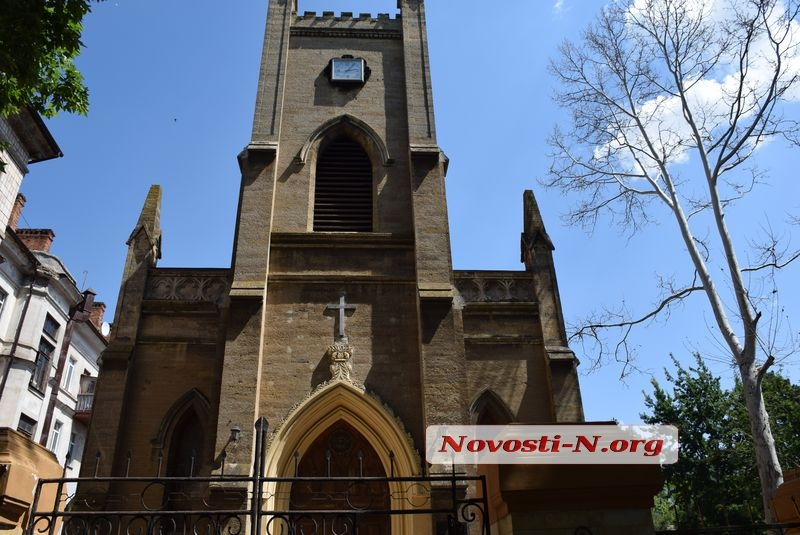 В Николаеве местные жители с полицией решали конфликт с лютеранской церковью «Кирха»