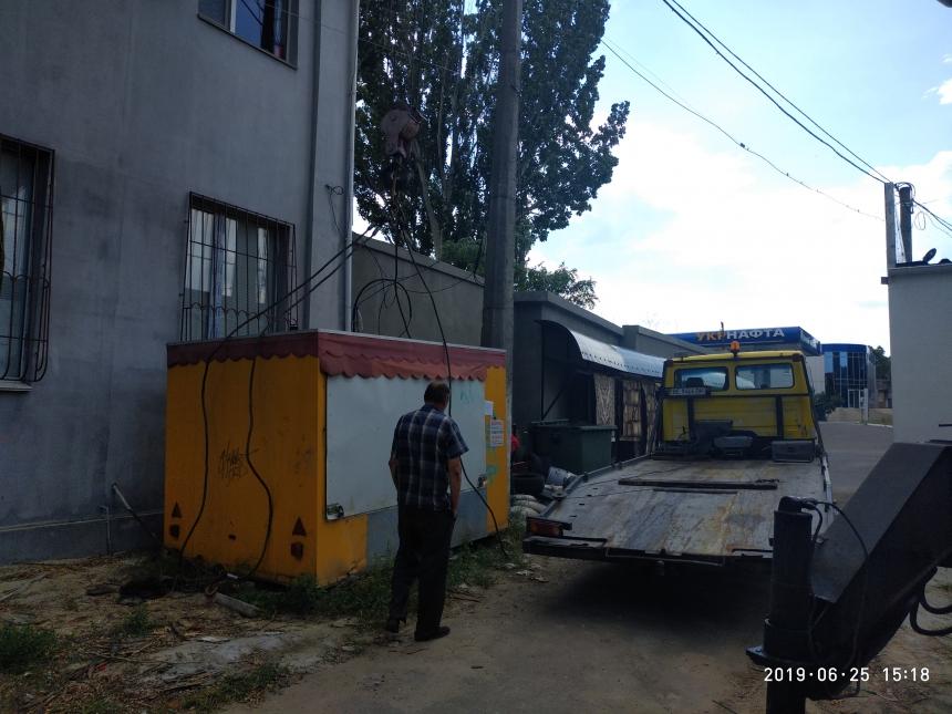 В Заводском районе демонтировали несколько будок