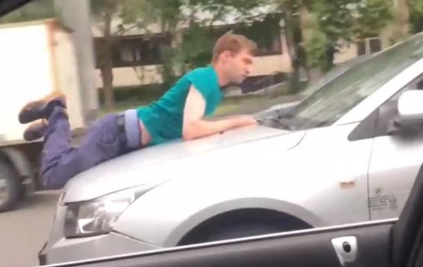фото молодой видео приделали член на капот машины стояло месте