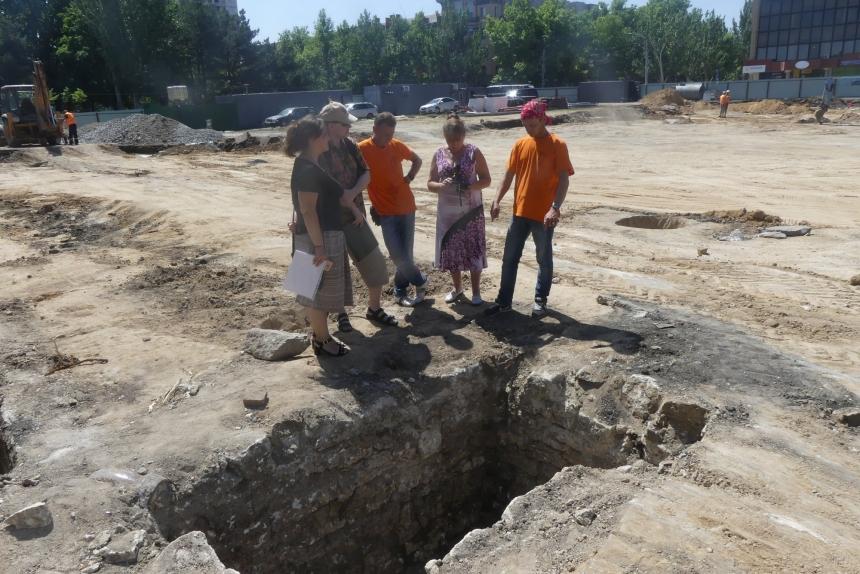 Реконструкция Соборной площади Николаева: археологи обнаружили здание магистрата и артефакты 19-го века