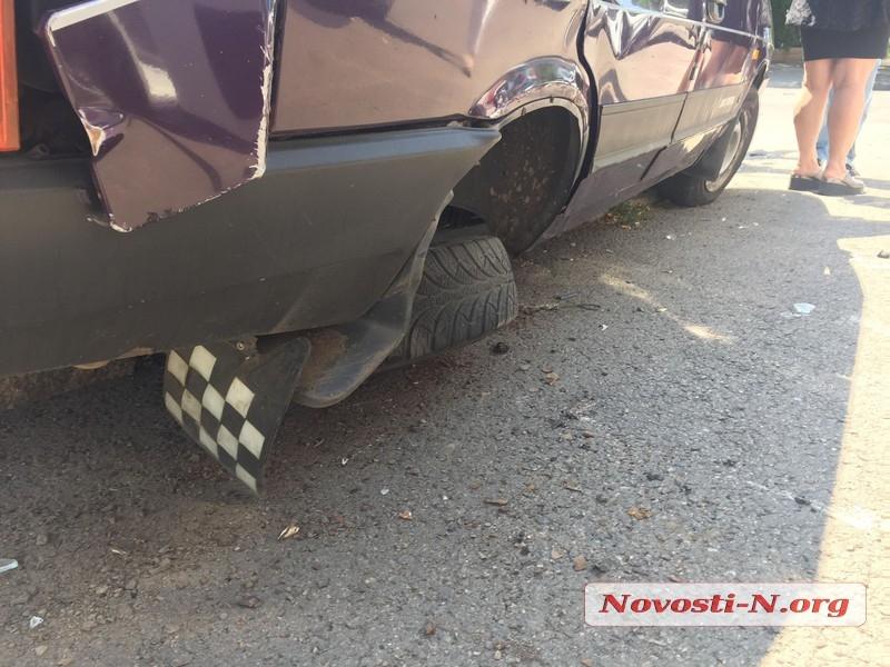 В центре Николаева столкнулись «ВАЗ» и «Лада» — пострадала пассажирка