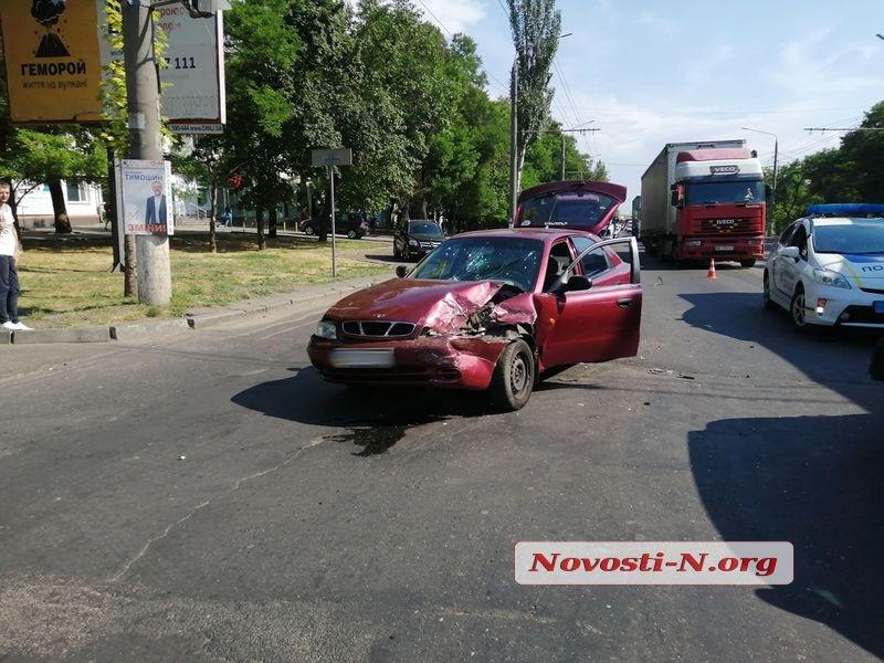 В Николаеве столкнулись «Хюндай» и «Ланос» — один пострадавший и огромная пробка