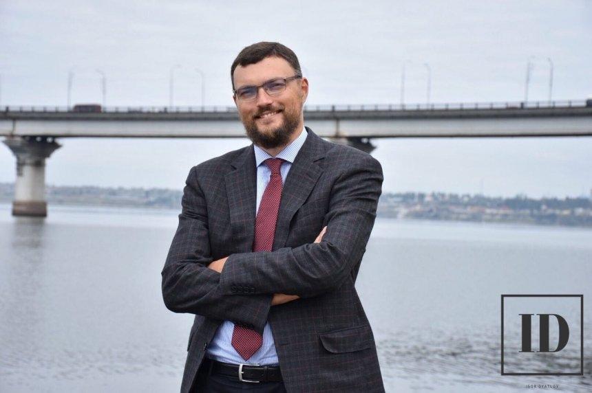 В Николаеве распространяют фейк, что ведущий кандидат снимает себя с в
